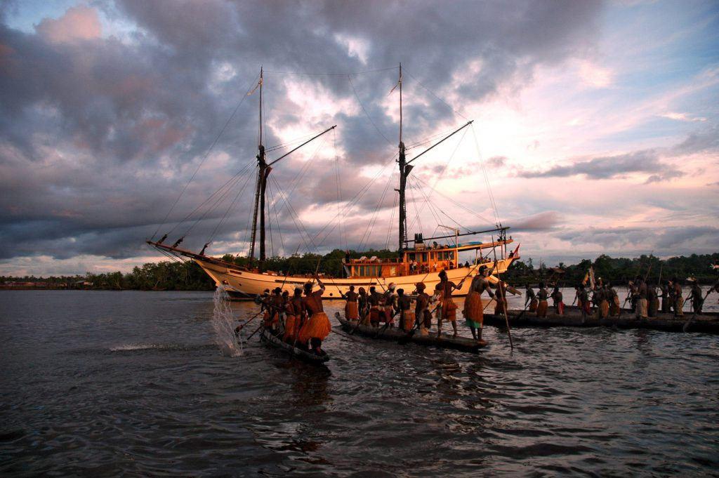 Asmat canoes in traditional dress | Hello Papua