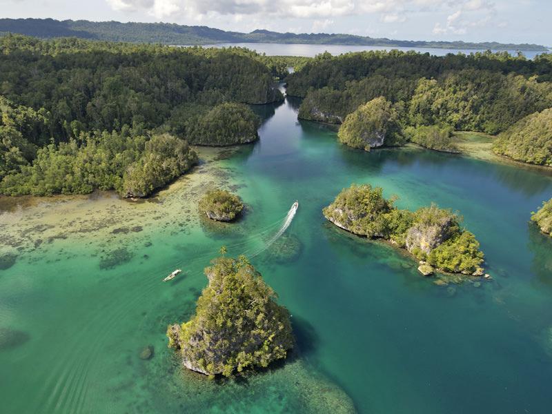 Scuba Diving the Passage | Hello Papua
