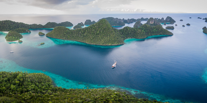 Wisesa Liveaboard | Cruising Raja Ampat | Hello Papua